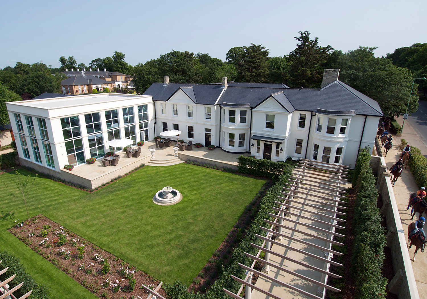 Projects-CareHospitality-BedfordSpa-LawnAerial-1500x1050