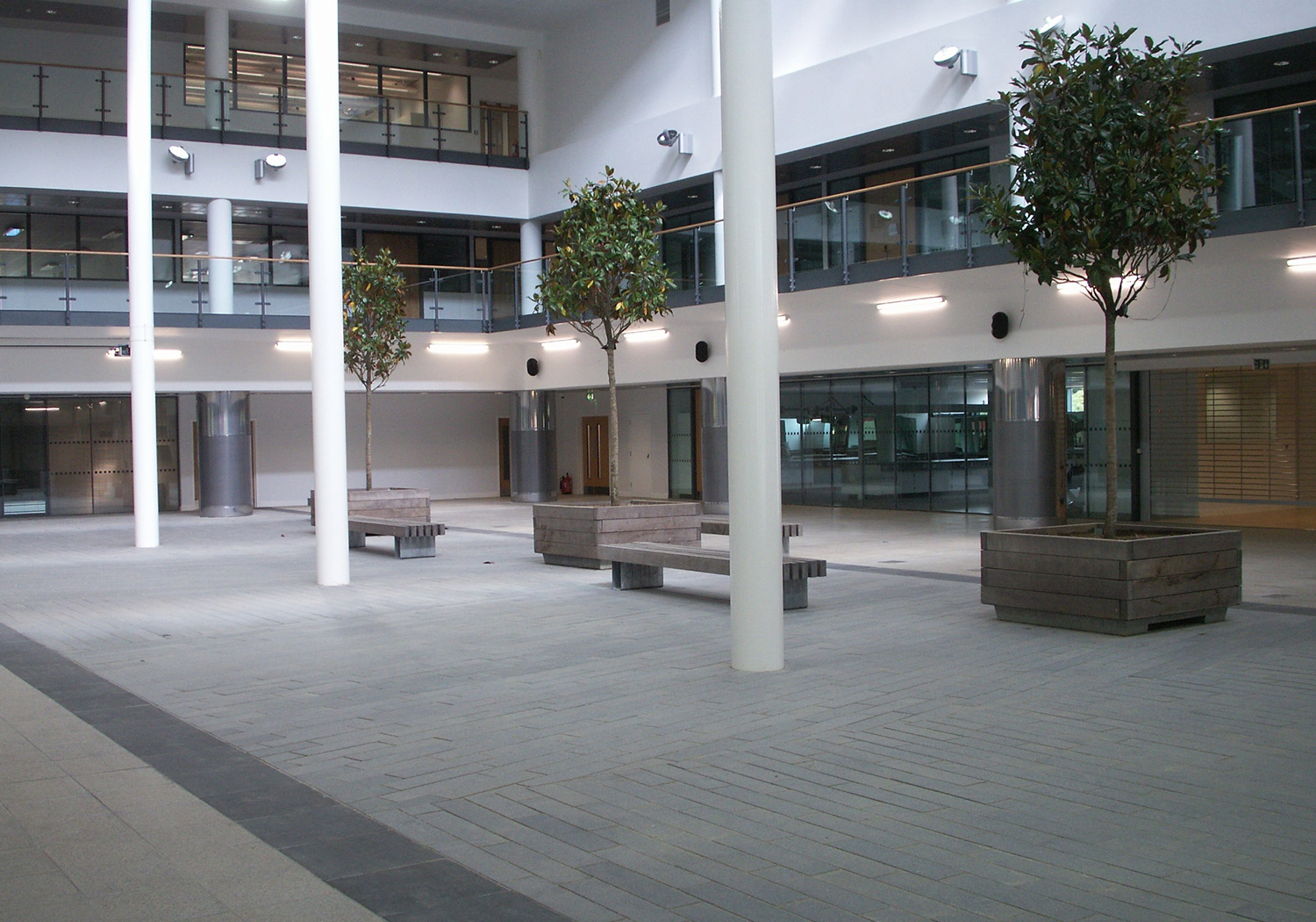 Projects-Education-EastSurreyCollege-Courtyard-1500x1050