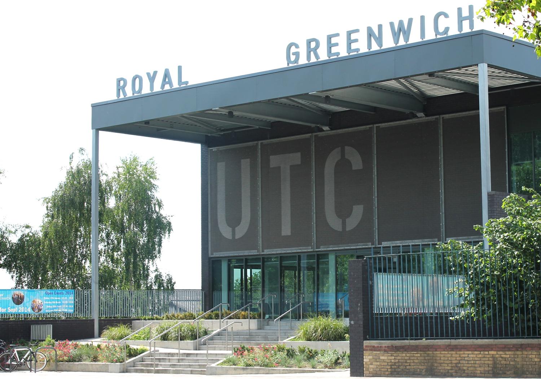 Projects-Education-UTC-BuildingEntranceSignage-1500x1050