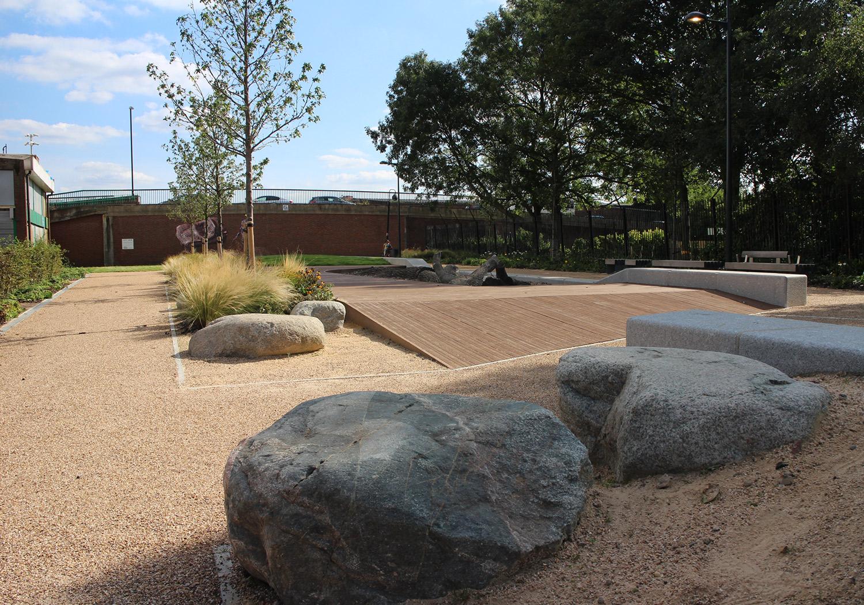 Projects-ParksPublicRealm-SurreyCanal-Photo2-1500x1050