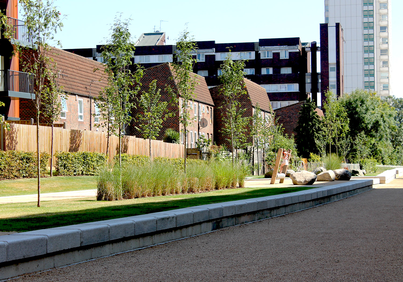 Projects-ParksPublicRealm-SurreyCanal-Photo5-1500x1050