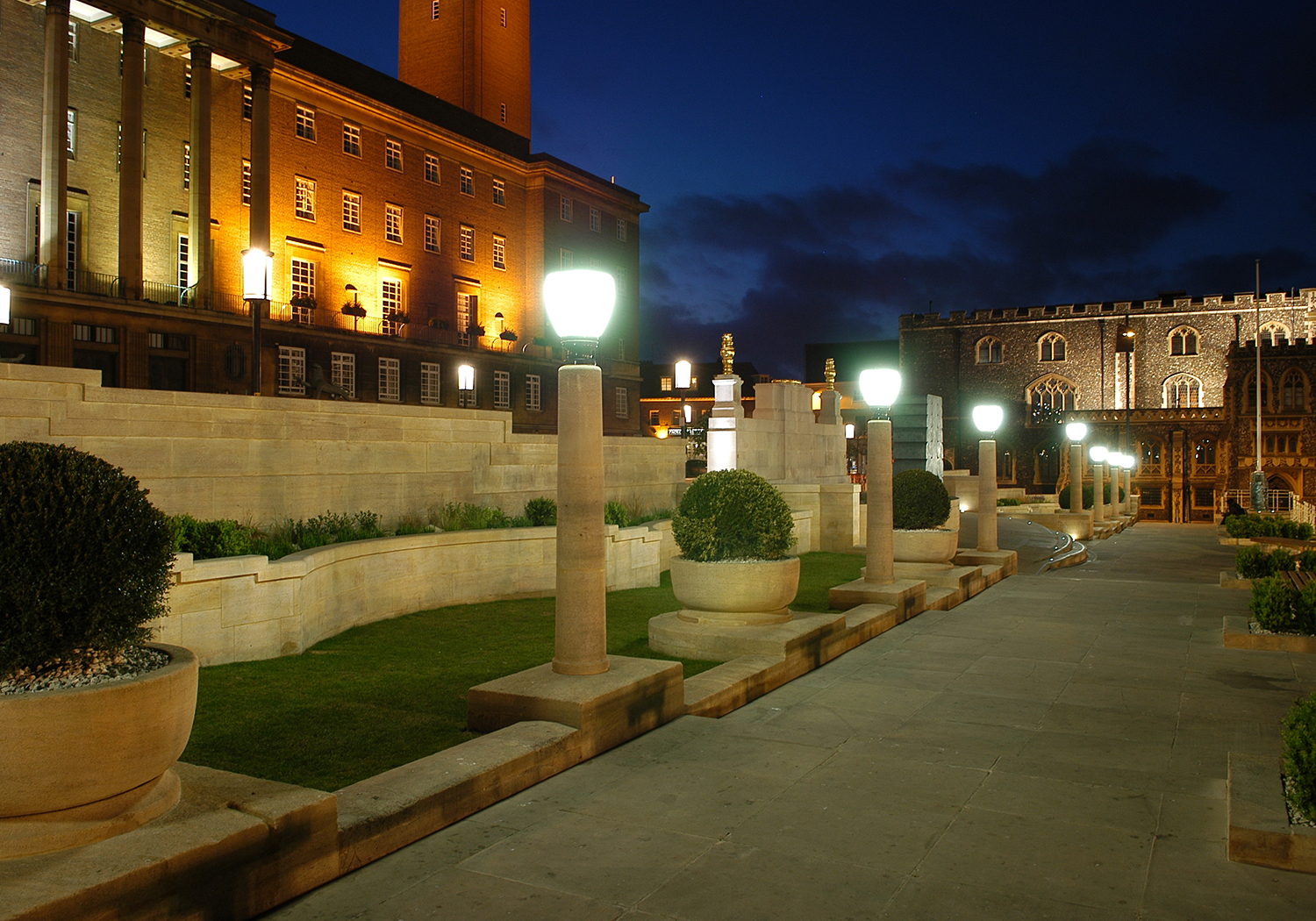 Projects-ParksPublicRealm-NorwichMemorial-NightView-1500x1050
